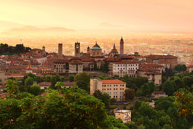 Sunrise_at_Bergamo-taly